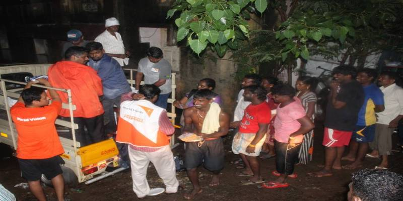 Impact Guru - Victims of the Chennai floods eating food after the disaster