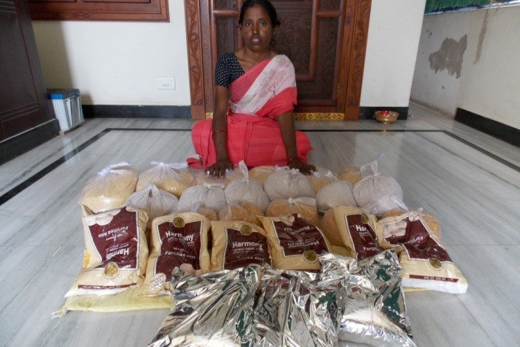 Provide 1200 nutrition kits for 100 weak HIV infected people